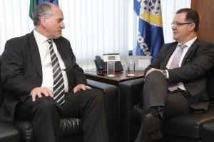 Ministro Carlos Gabas recebe ministro uruguaio Ernesto Murro para tratar de acordo entre os dois países