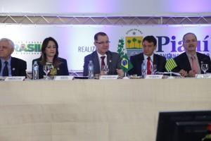 Ministro Carlos Gabas pede apoio aos governadores do Nordeste para aprovação da regra 85/95 progressiva para as aposentadorias. Foto: Erasmo Salomão/MPS