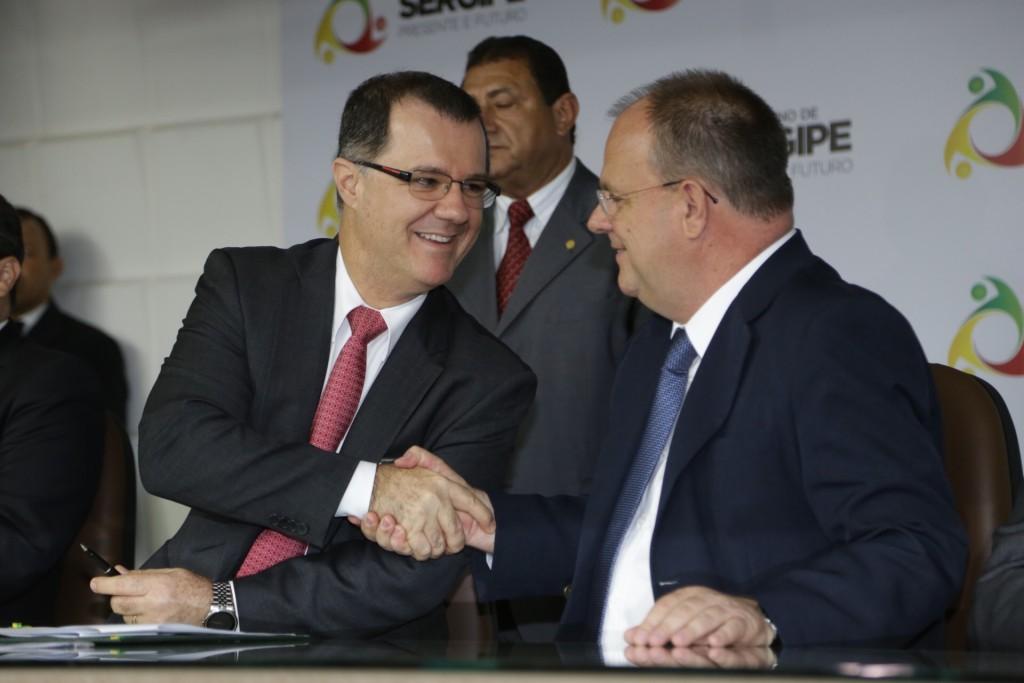 Ministro Carlos Gabas assina acordo de cooperação com governo de Sergipe para melhorar a qualidade dos dados do sistema de previdência do Estado. Foto: Erasmo Salomão/MPS