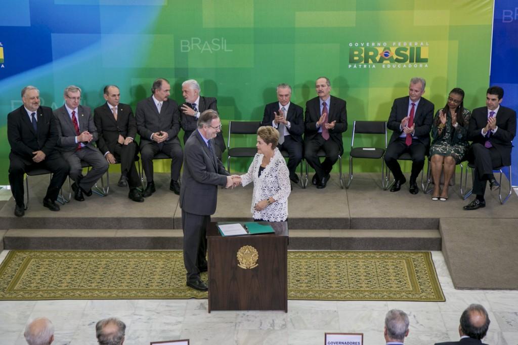 Presidenta Dilma orientou Rossetto e os demais ministros empossados a dialogar com todos os setores. (Foto: Naiara Pontes/MTPS)