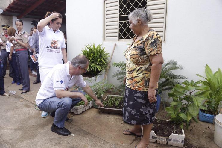 Ministro Rossetto, em Tocantins, no dia de mobilização contra o Aedes aegypti. Foto: Erasmo Salomão/MTPS